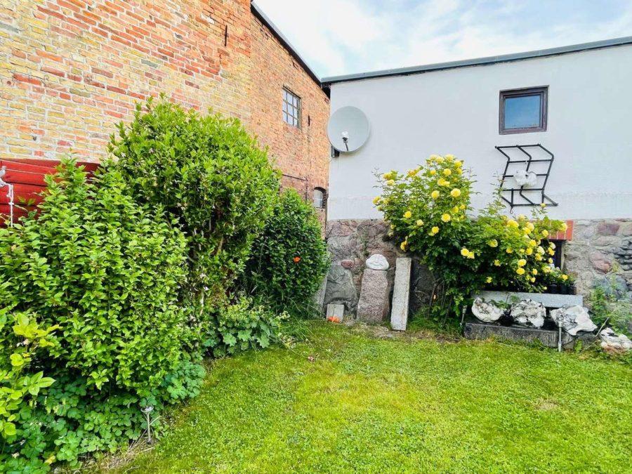 Exklusives Ein-/Zweifamilienhaus mit Garten in Toplage! - Gartenansicht (2)