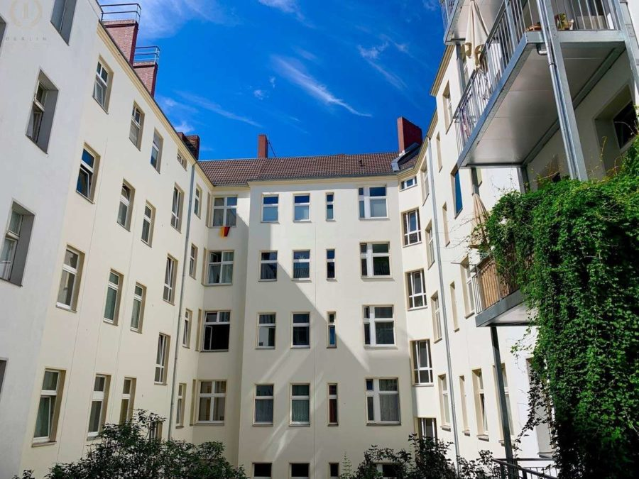 Lichtdurchflutete Altbauwohnung mit 2-Zimmern und Balkon in ruhiger und sehr beliebter Kiezlage - Innenhof