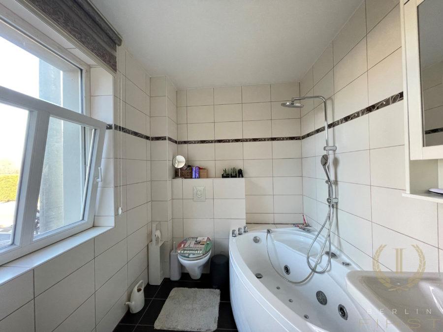 Mehrgenerationenhaus! 2 Wohngebäude auf einem Grundstück zur vielseitigen Nutzung in begehrter Lage - Hochparterre - Bad